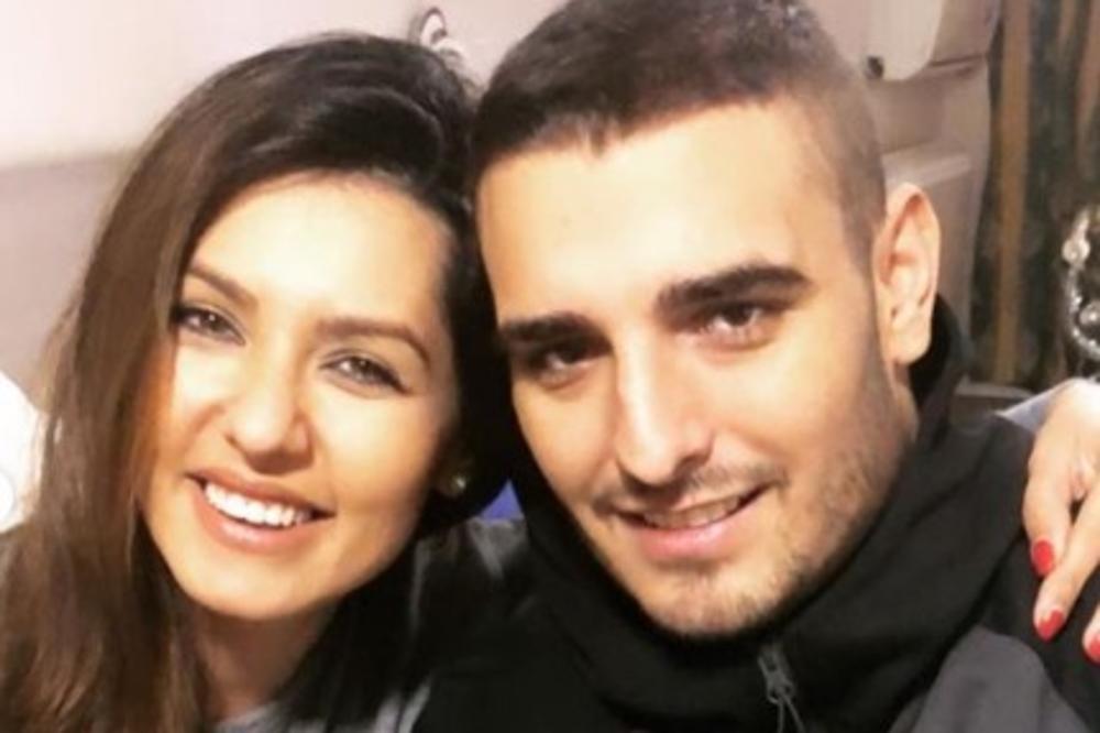DRAGI NAŠI, SAMO DA JAVIMO... Tanja Savić i Darko Lazić pozirali nasmejani u banji, a pevačica raznežila PORUKOM! (FOTO)