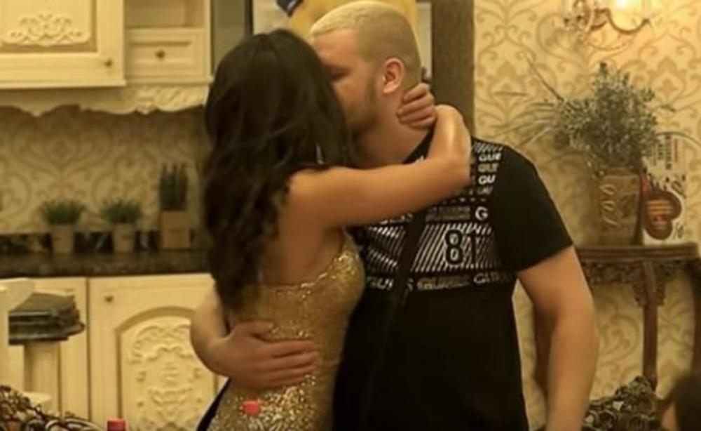 ĐINA IZGLEDA BRUTALNO: Đorđe Tomić očaran svojom devojkom, pa priznao šta joj radi već 15 dana! Svi zanemeli!