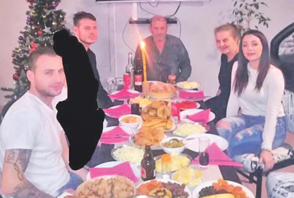 Poslednji put zajedno... Milan sa porodicom na Badnje veče