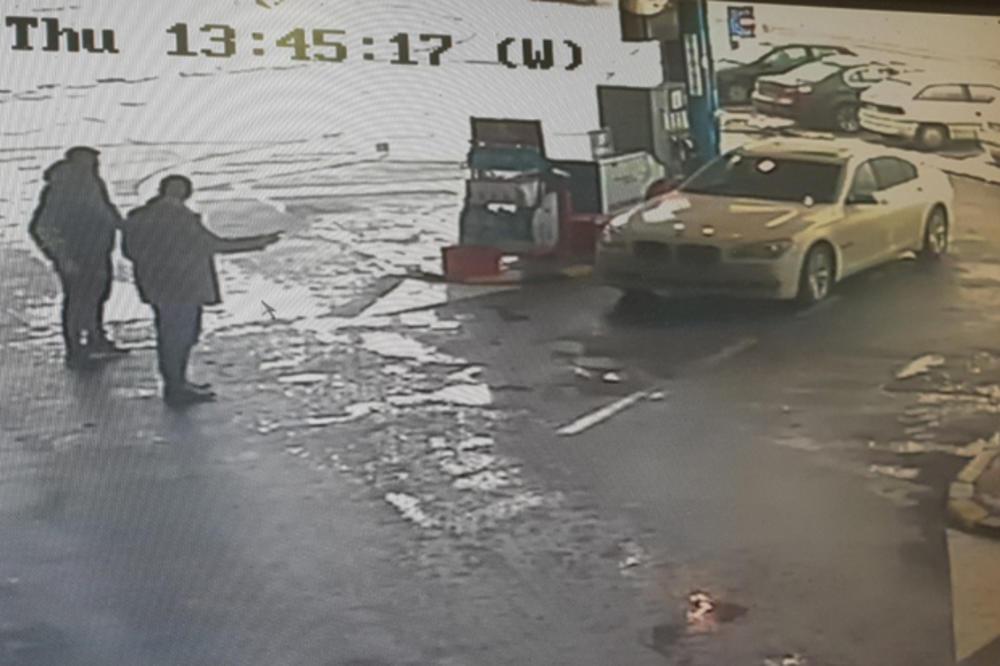 MILOŠU JE UKRADEN BMW KAD JE SESTRU OBILAZIO U BOLNICI: Kamere u Stepojevcu zabeležile su snimak od koga je vlasnik ZANEMEO! Njegov auto sada ima rumunske tablice (KURIR TV)