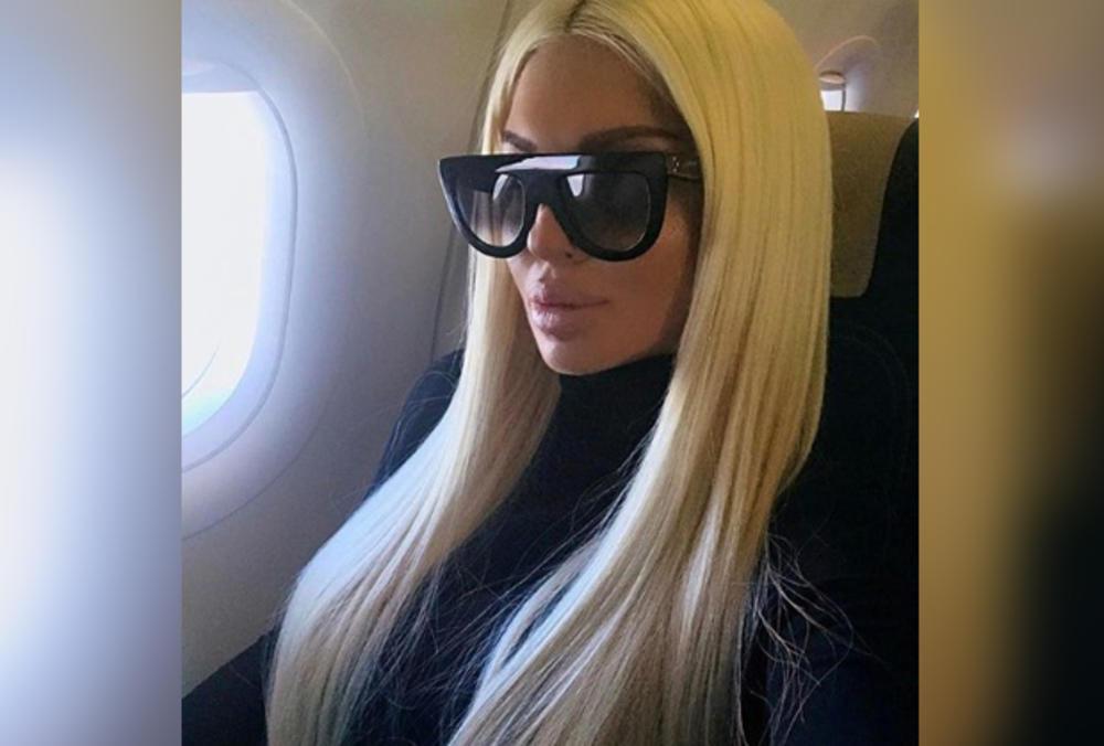 JELENA KARLEUŠA NAPUSTILA SRBIJU POSLE PORNO AFERE! Odletela kod Duška u Kinu, a evo ko joj pravi društvo (FOTO 18+)