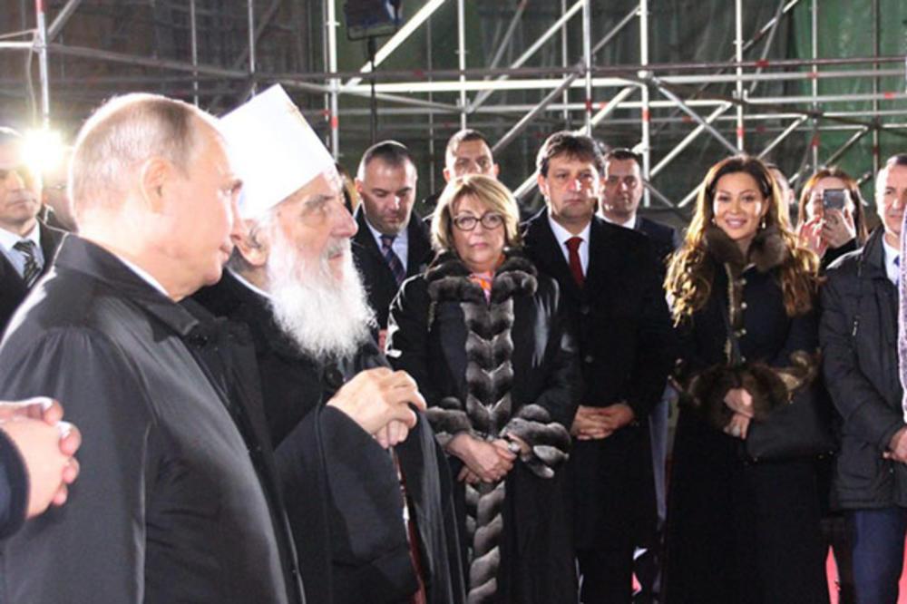 PUTIN NIJE SKIDAO POGLED SA CECE RAŽNATOVIĆ! Ovo je detalj sa dočeka  predsednika Rusije pred Hramom