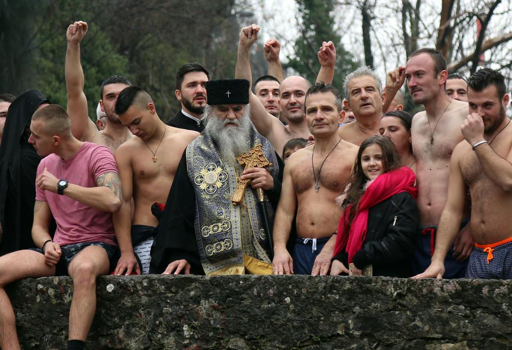 KRATKA REČENICA NAJAVILA VRUĆE BALKANSKO LJETO! Kreće li u Crnoj Gori obračun sa SPC-om? Kritičari tvrde da je ona prije paravojna, parapolitička i parakulturna institucija, nego duhovna i vjerska!