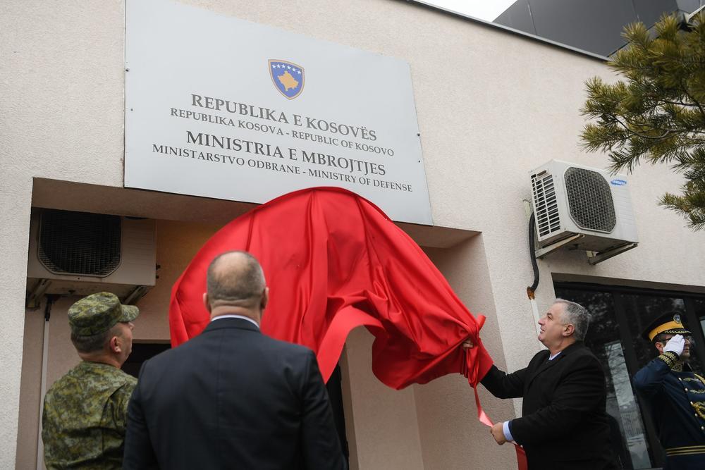 11:39h NE PRESTAJU SA PROVOKACIJAMA: U Prištini otkrivena tabla sa natpisom Ministarstvo odbrane Kosova
