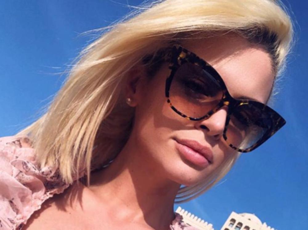 RIALDA MAMILA UZDAHE, A SVI SU GLEDALI SAMO U JEDAN DETALJ NA NJENOM TELU: Seksi pevačica u najbrutalnijem izdanju ZAPALILA DRUŠTVENE MREŽE! (FOTO)