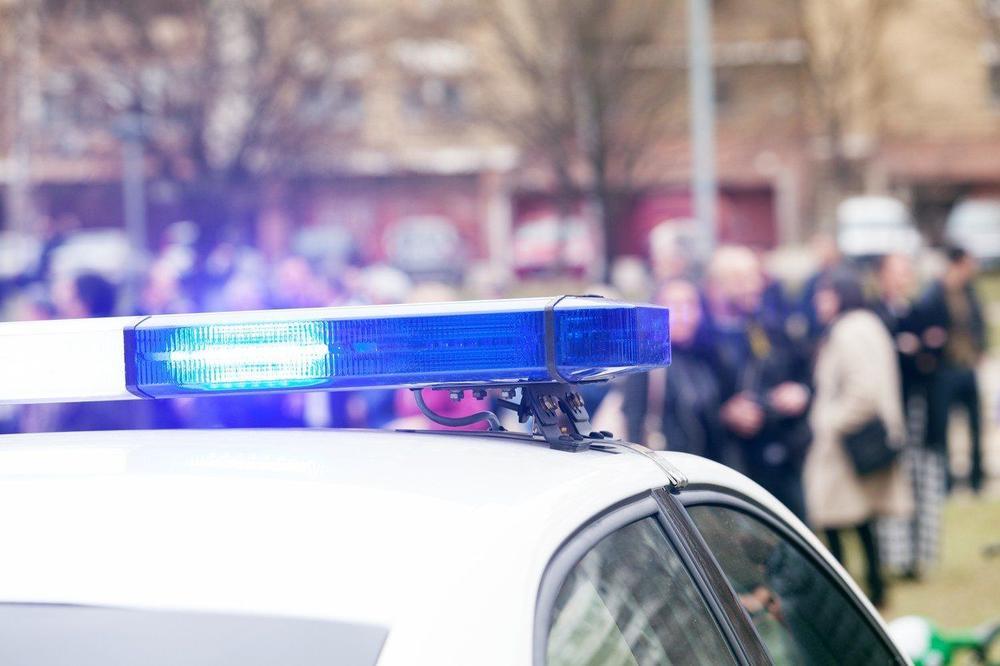 UŽAS U RAKOVICI: Pronađeno telo muškarca na kolovozu | Crna Hronika