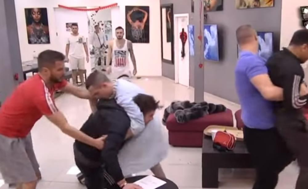 GRKLJAN ĆU DA TI IZVADIM: Toma napao Boru čim mu je spomenuo SINA, obezbeđenje jedva sprečilo TUČU! (VIDEO)