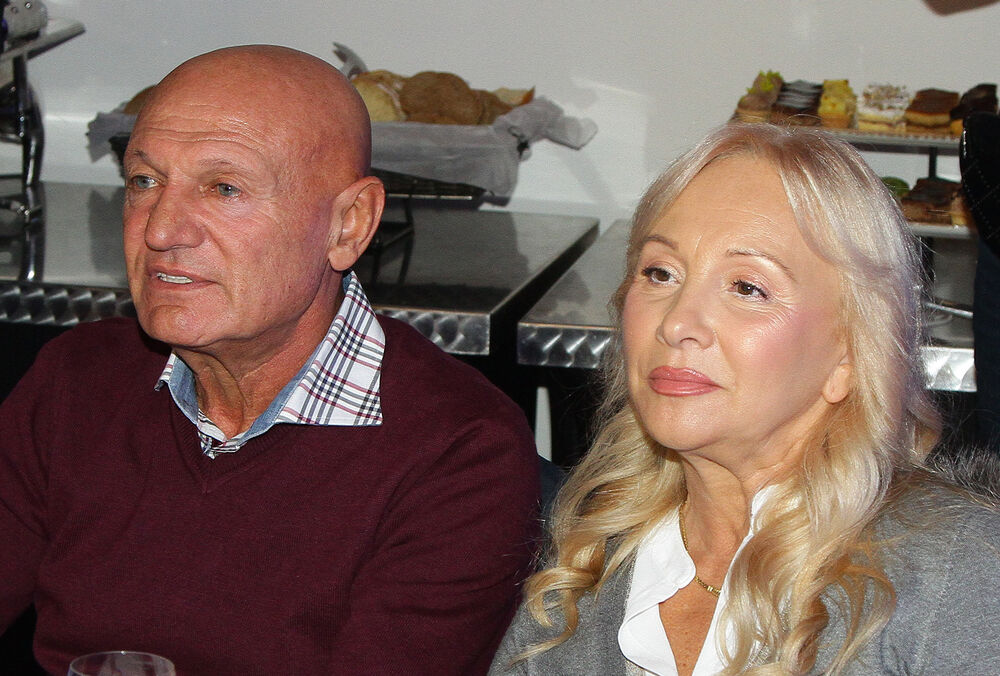 ŠABANOVA UDOVICA ODBIJA DA JEDE I SPAVA, DOKTORI JOJ PREPISALI SEDATIVE: Goca Šaulić u suzama doziva pokojnog muža, ONI su svakodnevno uz nju!