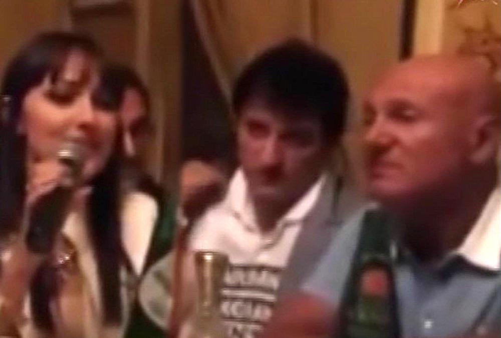 DOK JE PRIJA PEVALA ŠABANOVU OMILJENU PESMU, ON JE UŽIVAO: Aleksandra se prisetila trenutaka sa pokojnim pevačem, a kada je imala 17 godina, napravio joj je gest koji će CEO ŽIVOT PAMTITI! (VIDEO)