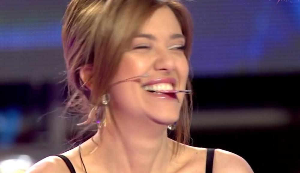 KOCKAREVA SVA U MODRICAMA: Pevačica se pojavila u ULTRAKRATKOJ HALJINI, ali svi su gledali samo u NJENE MASNICE! (FOTO)