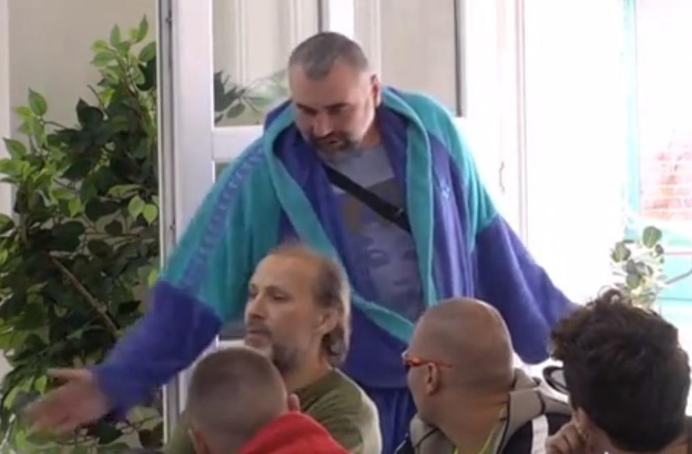 MIKI ĐURIČIĆ POBEGAO IZ RIJALITIJA: Posle svađe sa Suzanom napustio je Belu kuću, one su ga videle kako IZLAZI! (VIDEO)
