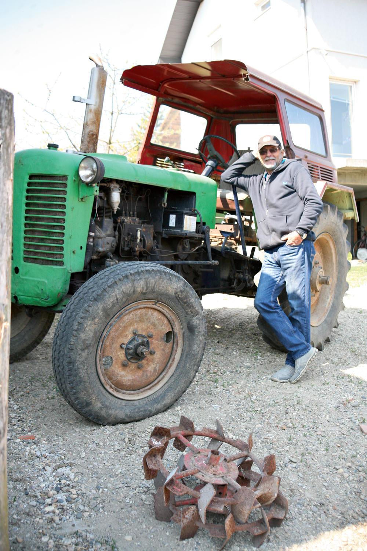 neće novi Rade koristi traktor koji je malo stariji od njega