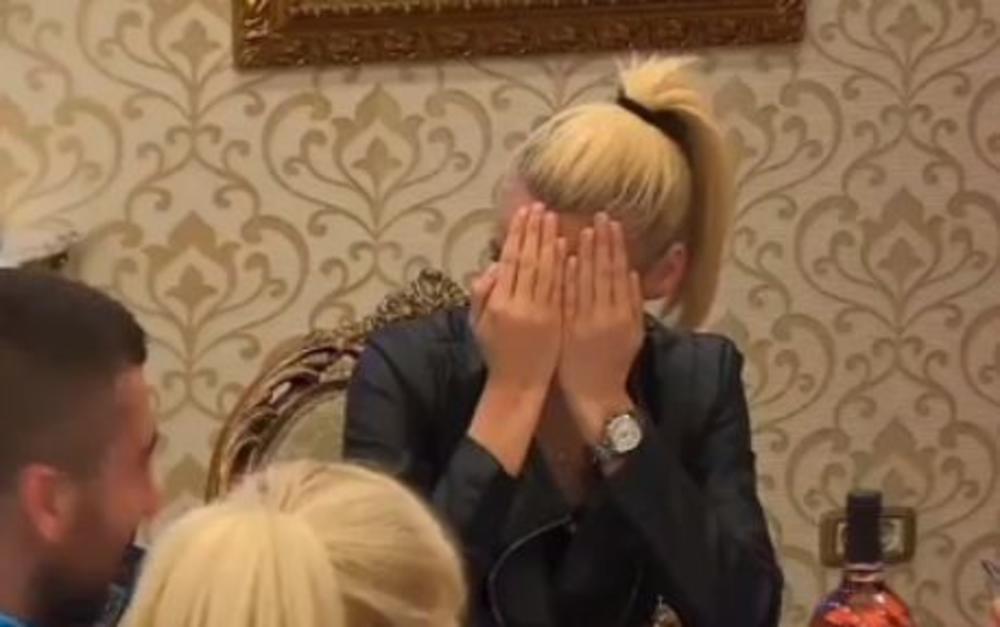 KAD SE MILI UHVATIO ZGROZIO JE I VODITELJKU! Sraman potez Milutina Radosavljevića: Bojana prekrila oči rukama! KAKVA NEKULTURA! (VIDEO)