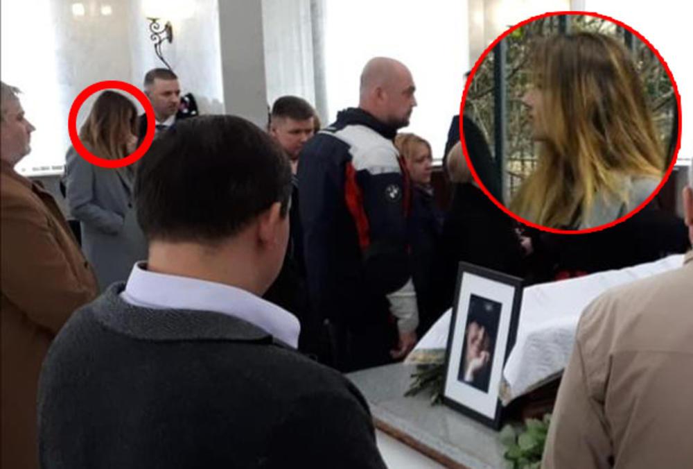 MISTERIOZNA LEPOTICA JE JEDINA SLOBINA UNUKA? Pojavila se na komemoraciji Mire Marković, i svi su je gledali znatiželjno! Da li je ona ćerka Marka Miloševića i Ruskinje Valerije? (FOTO)