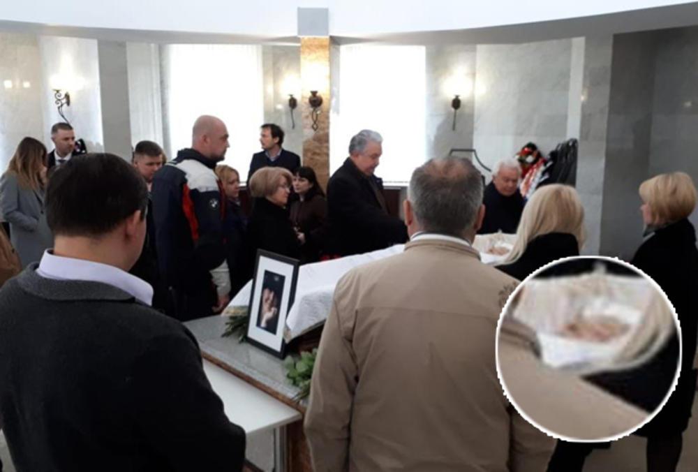 KOMEMORACIJA U MOSKVI: Mrtvu Miru izložili pre kremacije!