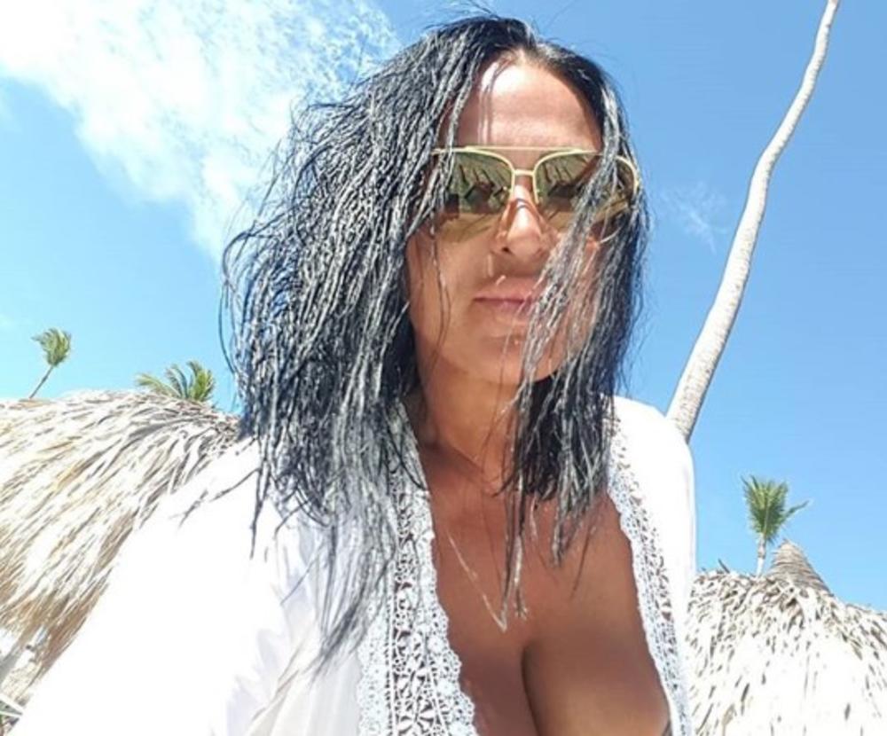 ŽENA MILETA KITIĆA UHVAĆENA SA MLAĐIM MUŠKARCEM: Marta se sva zajapurila u bazenu, a on je obasipao komplimentima! HIT! (VIDEO)