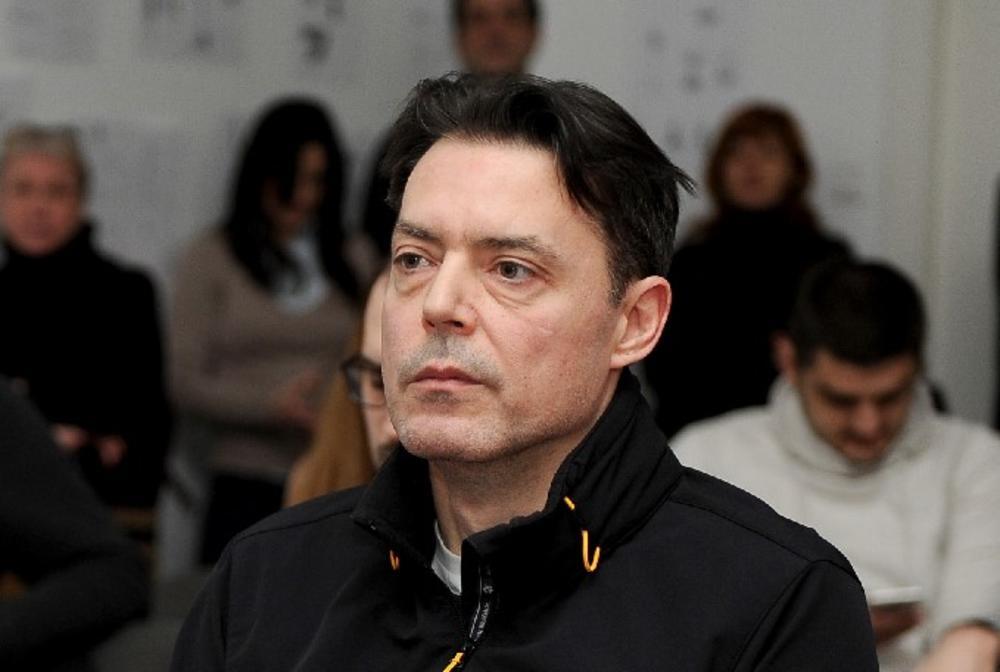 SADA SE ČUJU SAMO JECAJI U ZGRADI GDE JE UMRO IGOR PERVIĆ: Naš glumac je proveo poslednje dane kod majke Lidije!