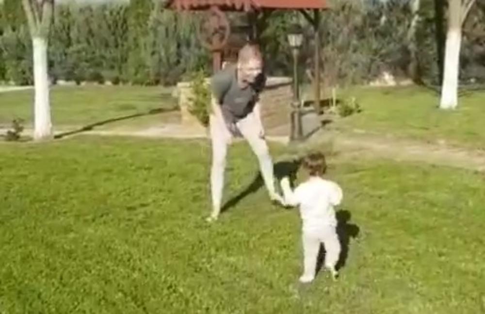 ĆAO, MI HODAMO: Nataša Bekvalac podelila snimak sa ćerkom Katjom koji topi srca, a odmah se oglasila tetka Kristina! (VIDEO)
