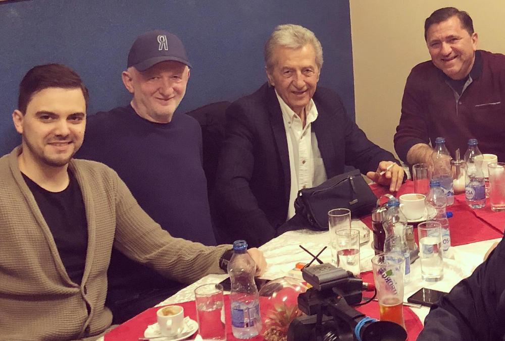 NEMANJA KUJUNDŽIĆ RAME UZ RAME SA SLAVUJEM IZ MRČAJEVACA: Mladi pevač delio scenu sa Miroslavom Ilićem