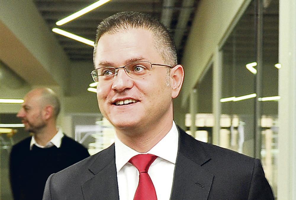 LIDER NARODNE STRANKE NE BIRA DRUŠTVO: Vukov pulen na Kosovu je pedofil 16 19