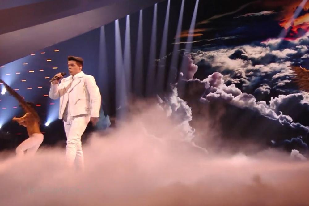 OVAJ RIJALITI UČESNIK STIGAO JE ČAK DO EVROVIZIJE: Pojavio se sa krilima, a onda je otpevao ČUDESNE REČI! (VIDEO)