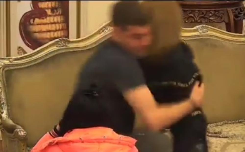 IVAN MARINKOVIĆ SE PONAŠA KAO PRAVI NASILNIK: Nasrnuo na devojku, a onda počeo da se FIZIČKI OBRAČUNAVA i sa cimerkama u rijalitiju! STRAŠNO! (VIDEO)