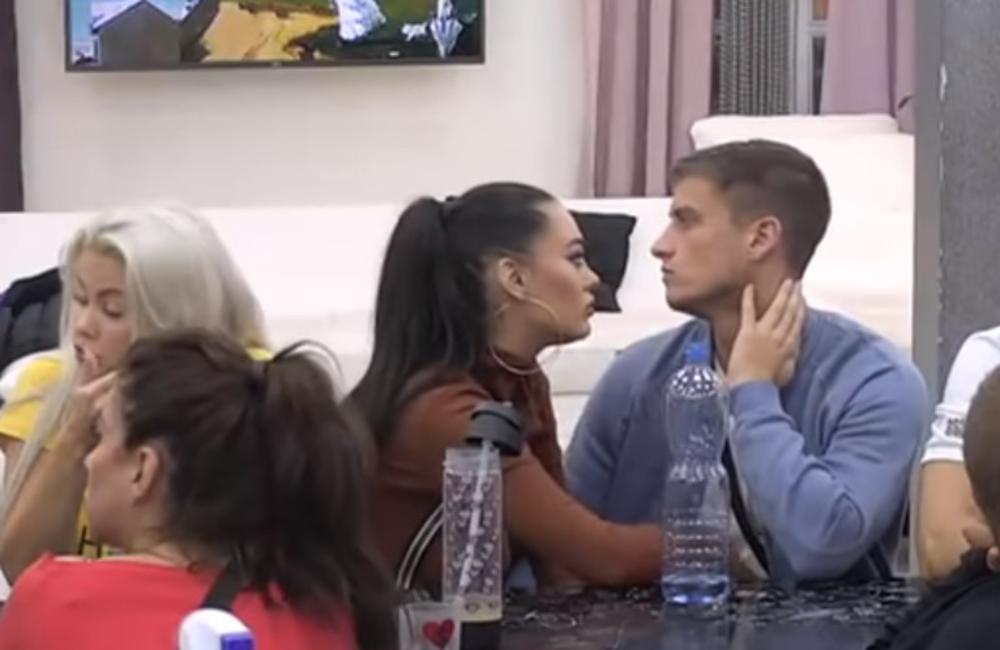 DAVID UHVAĆEN U LAŽI: Sve vreme pljuje BIVŠU devojku Aleksandru, a sada je gleda preko Aninog ramena! (VIDEO)