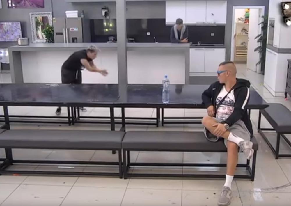 MATORA URLA NA BRENDONA IZ PETNIH ŽILA: Kada vidite njegovu reakciju na Jovanin BES, plakaćete od smeha! (VIDEO)