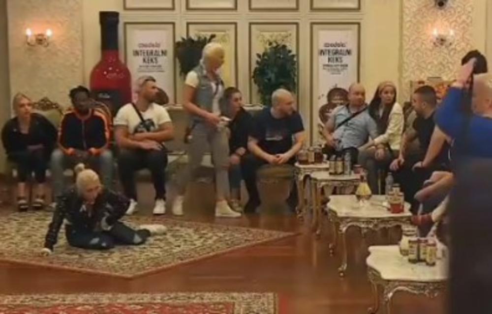 HOROR U RIJALITIJU! DARIO ŠUTNUO IRMU IZMEĐU NOGU, ONA POČELA DA KRVARI: Učesnica završila u bolnici, bolovi su NESNOSNI! (VIDEO)