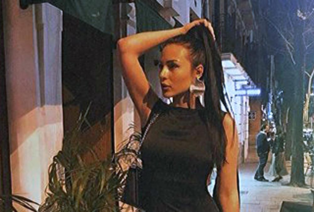ANASTASIJA POSTALA BAŠ BEZOBRAZNA: Ražnatovićeva se u Grčkoj sunča u najmanjem BIKINIJU, a kad je ovo uradila EKSPLODIRAO je Instagram! (FOTO, VIDEO)