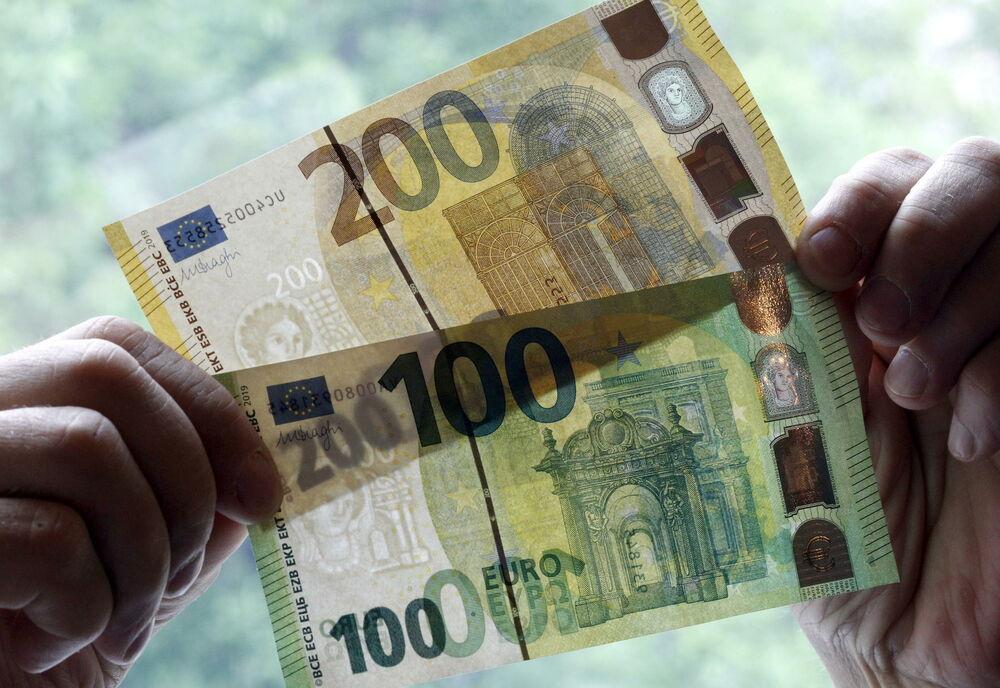 DINAR I DANAS MIRUJE: Evro 117,55 po srednjem kursu