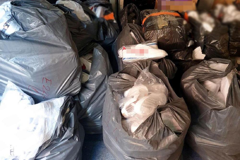 KRILI BOMBONE U TOALETU AUTOBUSA: Pogledajte šta su sve carinici zaplenili u blizini Kruševca (FOTO)