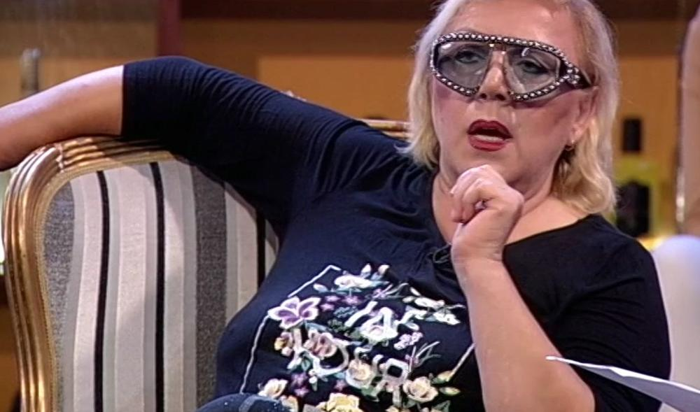 SKINULA SE ZORICA MARKOVIĆ: Pevačica se opustila u rijalitiju, a SVE ISKIPELO! Sila zemljine teže URADILA SVOJE! (VIDEO)