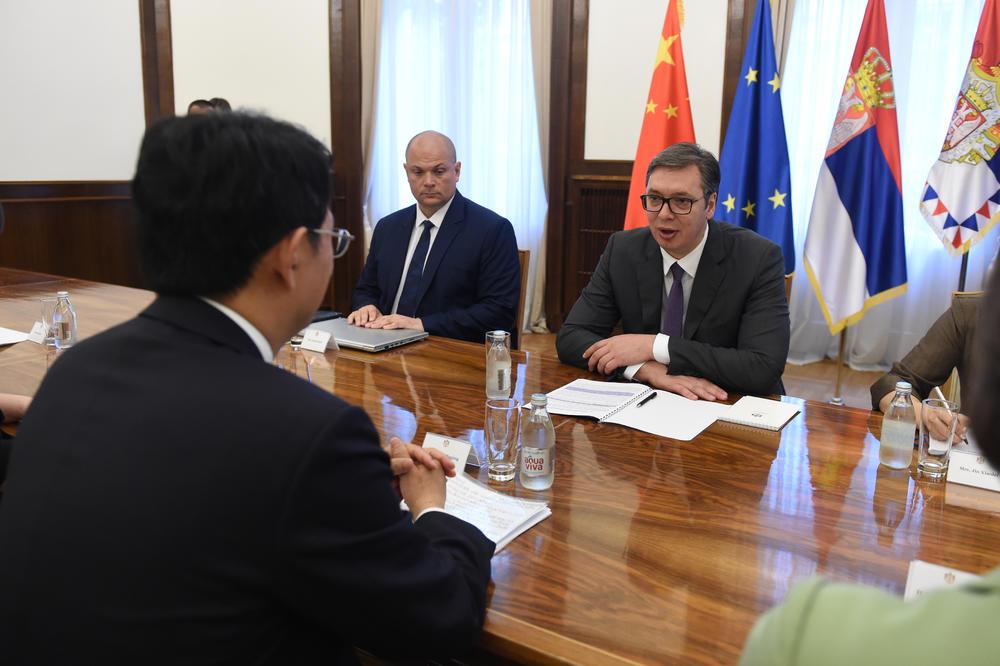 13:25h VAŽAN SASTANAK NA ANDRIĆEVOM VENCU: Vučić sa predstavnicima CIDCA razgovarao o saradnji