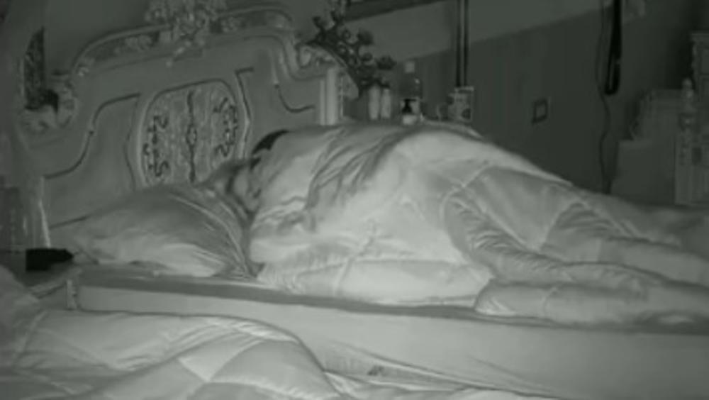 MLADEN ODVEO ILIJANU U MRAK: Krevet se trese od VRUĆE akcije, Vuletić je i dalje glavni ljubavnik u rijalitiju! (VIDEO 18+)