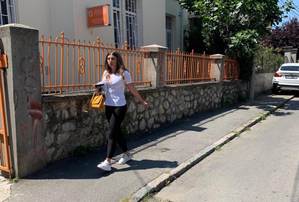 VREĐAO JE, MALTRETIRAO I TUKAO PRED SINOM! Dragana Mitar stigla u CENTAR ZA SOCIJALNI RAD zbog starateljstva nad sinom! Njen izraz lica otkriva sav UŽAS (VIDEO)