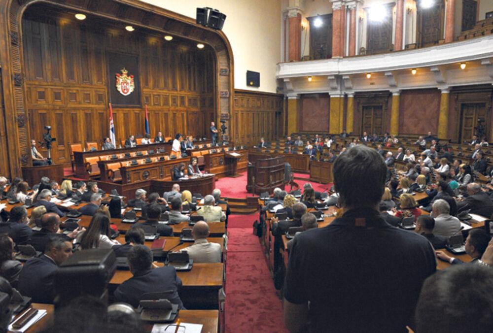 DOBAR DAN ZA PENZIONERE: Predlog o pomoći od 5.000 dinara stigao u Skupštinu