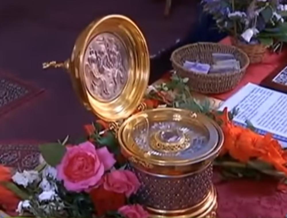 ČUDOTVORNA PRAVOSLAVNA SVETINJA NA LABUDOVOM BRDU Vernici se poklonili 90