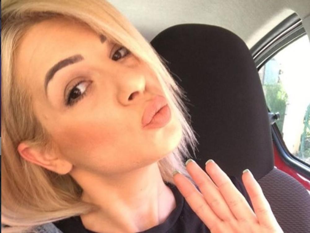 VODITELJKA PAROVA DOŽIVELA UDES! Anđela Lakićević se zakucala u ogradu! Ogromna šteta, POLICIJA reagovala! LOM!
