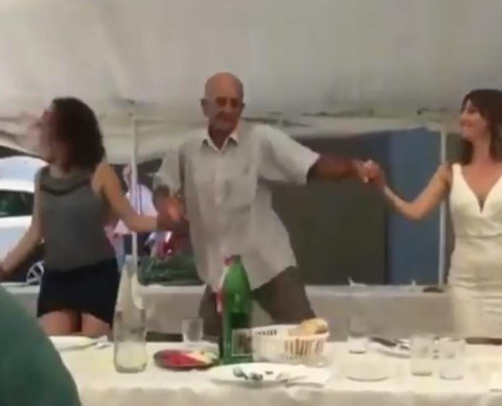 HIT SNIMAK SA SRPSKE SVADBE: Zaigrali KOLCE, a onda se gospodin OTKAČIO i pokazao urnebesni GANGAM STIL i nasmejao goste do suza! (VIDEO)