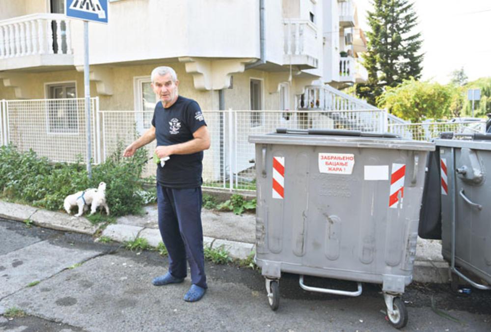 Još u šoku... Slobodan Cvetković pokazuje  gde je pronašao  bebu