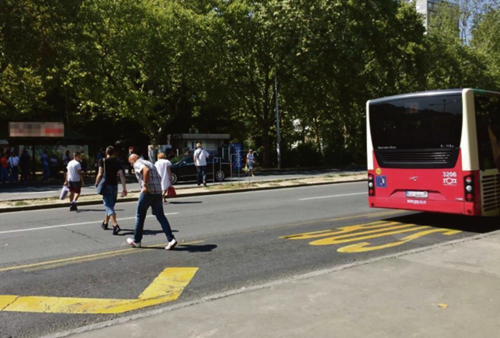 Mesto gde je prelazila ulicu... Autobuska stanica u Zemunu