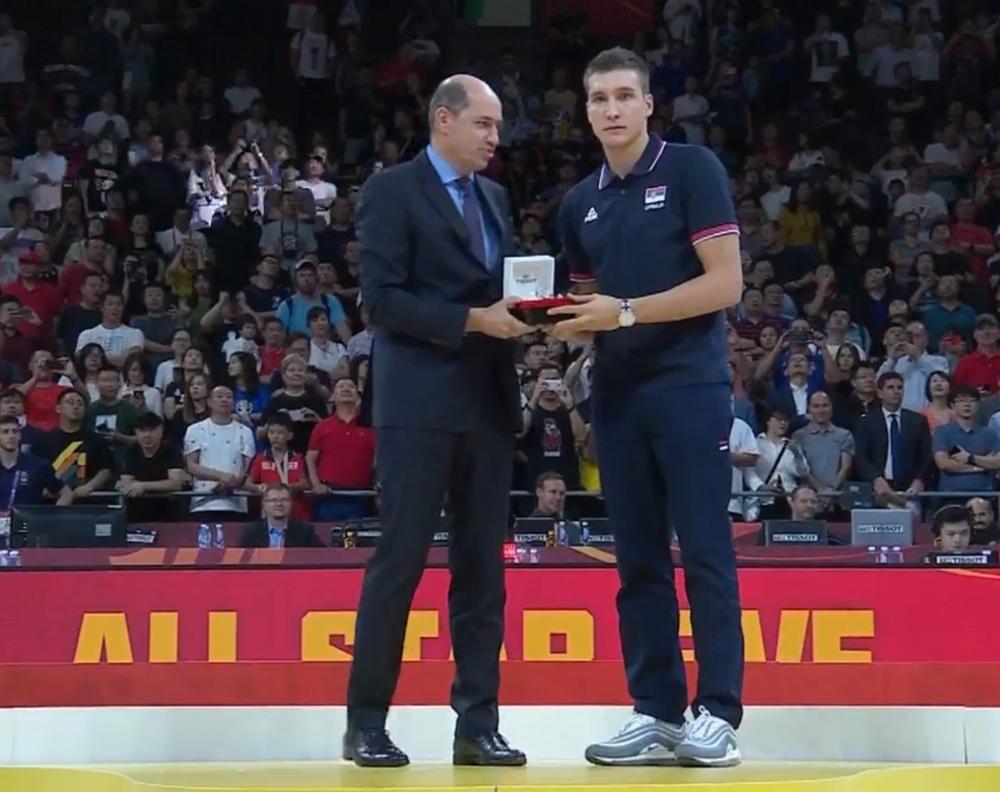 BOGDANOVIĆ U IDEALNOJ PETORCI MUNDOBASKETA Publika mu skandirala: MVP, MVP! (KURIR TV)