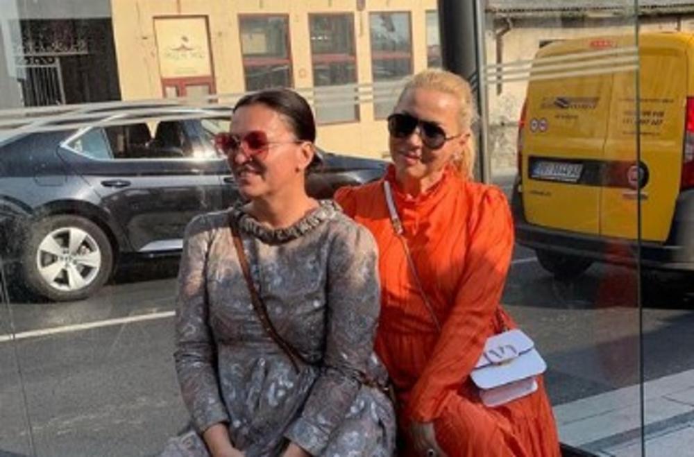 ZAUSTAVILE SAOBRAĆAJ: Nina Badrić se sa njih dve provozala TRAMVAJEM u Beogradu, a kasnije se našla sa SRPSKIM PEVAČEM! (FOTO)