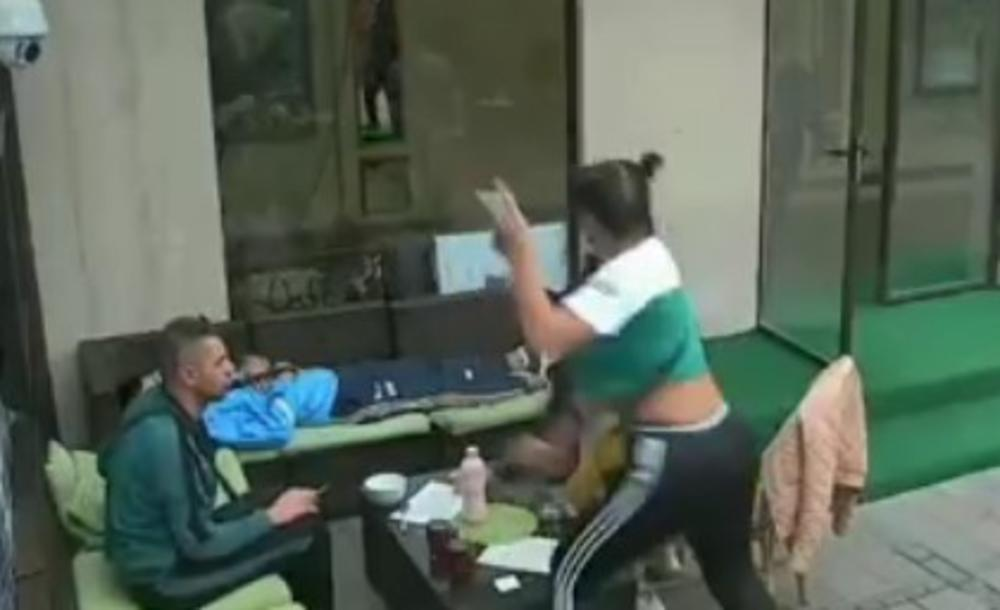 DŽEZVOM PRAVO U GLAVU! Stefani nasrunula na Maju, TUČA se nastavila u dvorištu! Ni muškarci ne mogu da ih RAZDVOJE! (VIDEO)