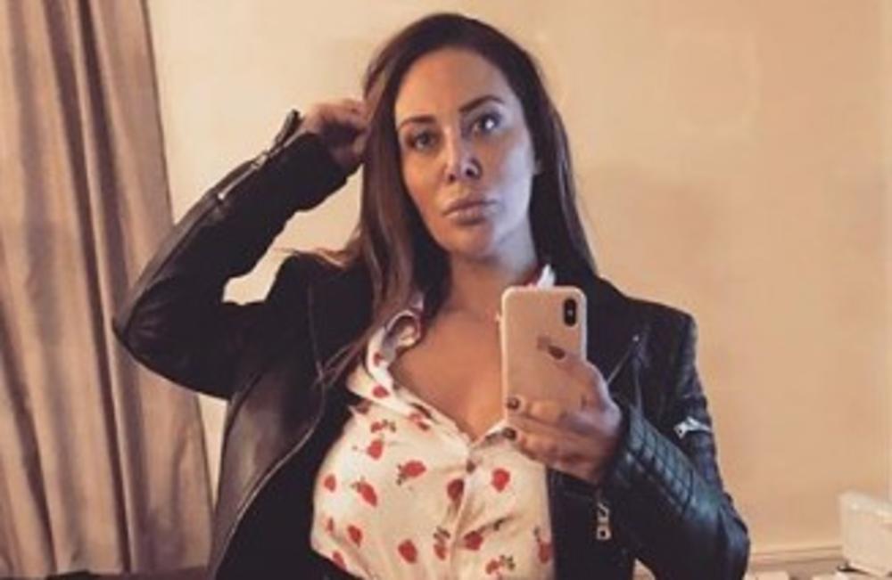 MRŠAVIJA NEGO IKAD: Ana Nikolić zapalila pesak na PLAŽI! Otišla iz Srbije, skinula se u BIKINI, a telo za DESETKU! FOTO