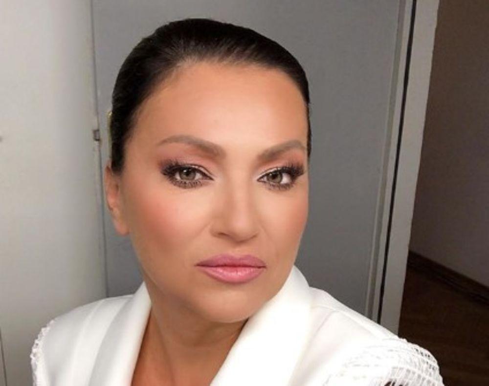 NINA SVE IZNENADILA PRIRODNIM IZDANJEM: Pevačica bez trunke šminke, a komentarisala ju je i Sloboda Mićalović! (FOTO)