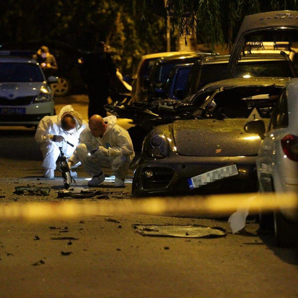 Bačena bomba na porše u centru Beograda! Delovi automobila leteli po ulici