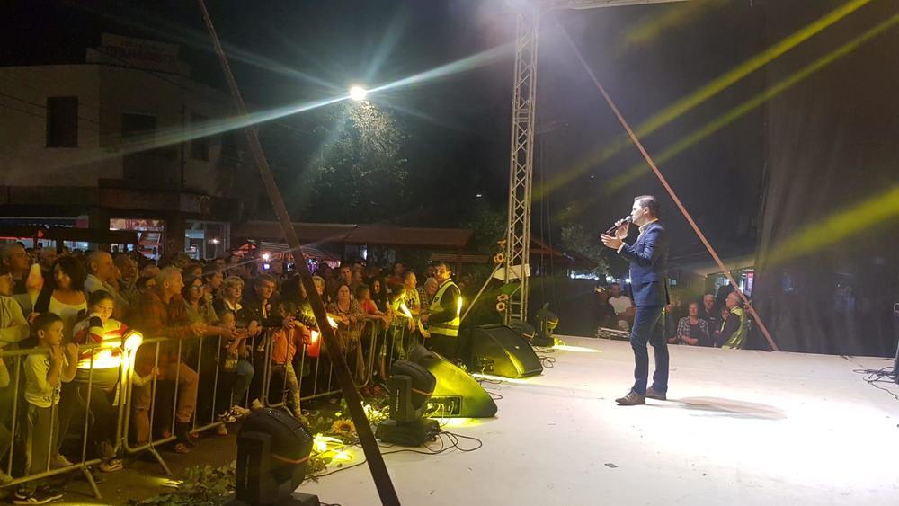 JOŠ TE NEŠTO ČINI IZUZETNOM: Pevač Nemanja Kujundžić oduševio publiku u Topoli