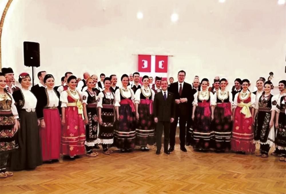 """23.00 Odlazak: Uz pesmu """"Ovo je Srbija"""" ispratismo našeg prijatelja - napisao je Vučić na Instagramu"""